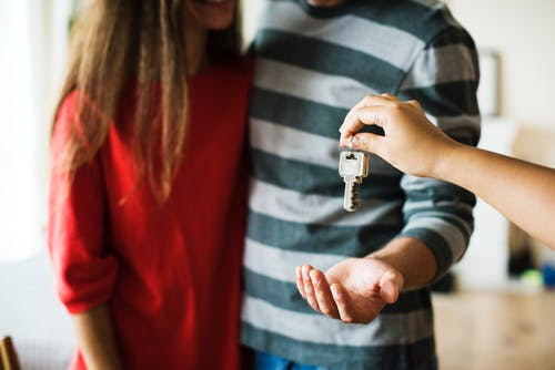 Aannemer niet aansprakelijk voor overborgen gebrek in woning