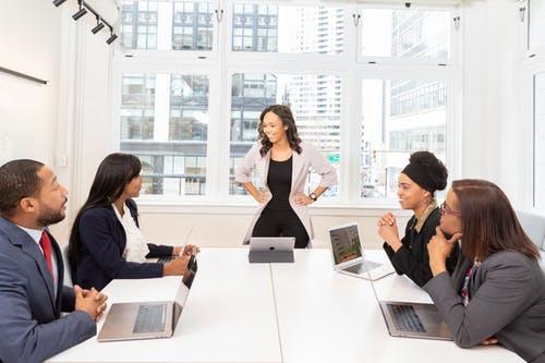 Welke eisen gelden bij vordering tot naleving van cao door werknemersorganisatie?